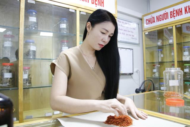 """Dược sĩ Mai Hải Yến: Từ đam mê với dược liệu đến người """"cải lão hoàn đồng"""" cho mái tóc thưa, mỏng - 1"""