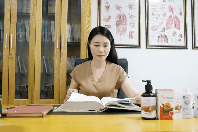 """Dược sĩ Mai Hải Yến: Từ đam mê với dược liệu đến người """"cải lão hoàn đồng"""" cho mái tóc thưa, mỏng - 2"""
