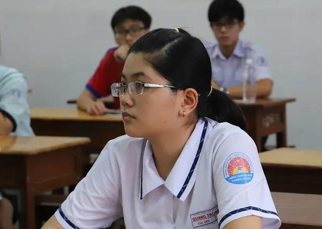 Xong thi chung, học sinh TPHCM cạnh tranh để vào lớp 10 chuyên - 2