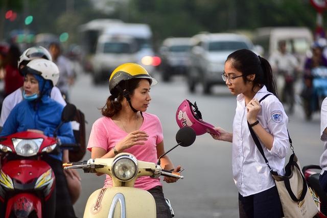 """Thí sinh Hà Nội đi thi lớp 10 bằng """"xế hộp"""" đắt tiền - 12"""
