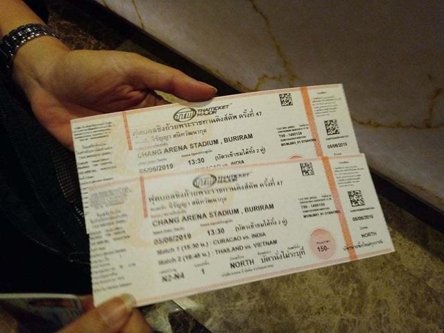 Người dân Thái Lan trật tự xếp hàng mua vé xem King's Cup - 7