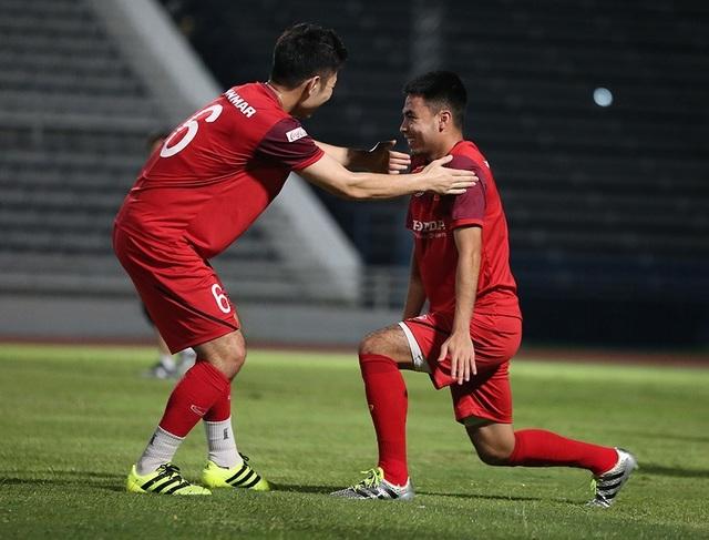Quang Hải, Công Phượng cười tươi rói chờ đấu Thái Lan - 12