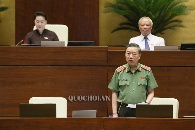 Bộ trưởng Tô Lâm: Mỗi bánh ma túy vào Việt Nam, 10 gia đình có người đi tù! - 1