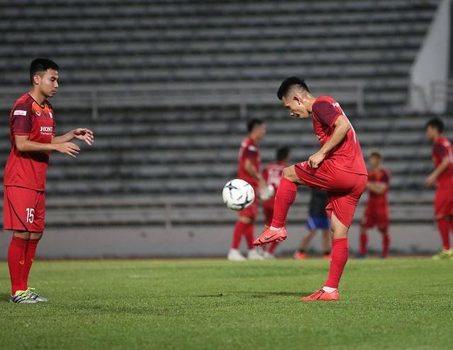 Quang Hải, Công Phượng cười tươi rói chờ đấu Thái Lan - 15