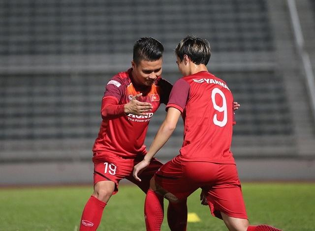 Quang Hải, Công Phượng cười tươi rói chờ đấu Thái Lan - 14