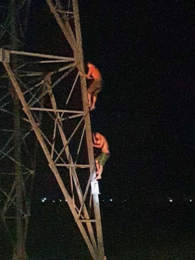 Hy hữu 2 anh em mắc kẹt trên cột điện cao thế nhiều giờ trong đêm - 3