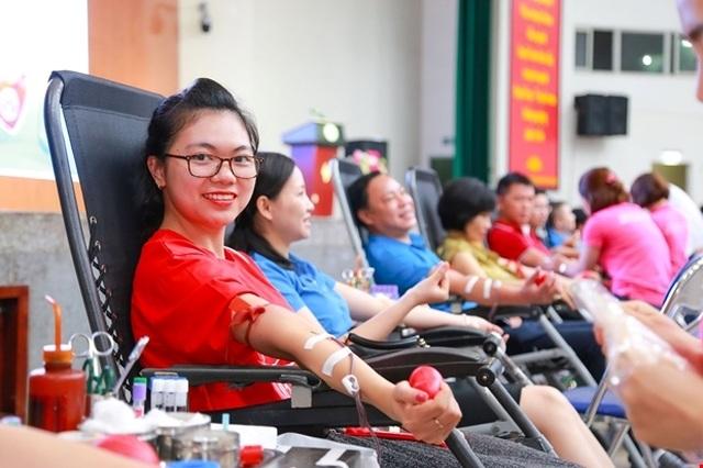 Mẹ mất do thiếu máu để truyền, người đàn ông đặt mục tiêu 100 lần hiến máu - 4