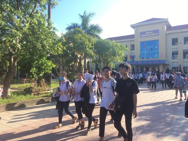 Quảng Bình: Đề nghị kỷ luật 2 giáo viên ký nhầm trên giấy thi khiến 24 thí sinh phải làm lại bài - 2