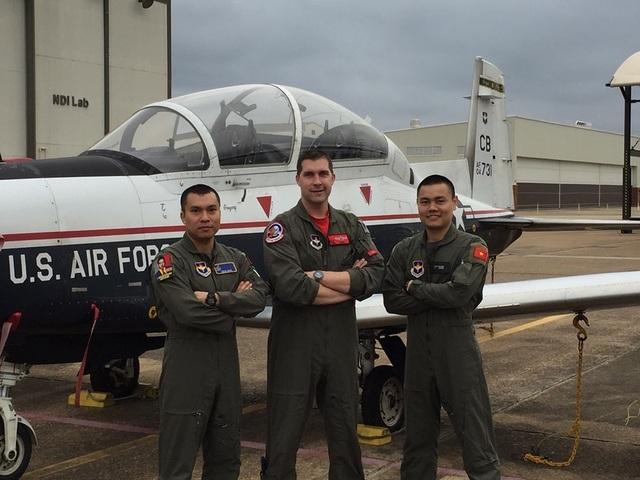 Phi công quân sự Việt Nam đầu tiên sắp tốt nghiệp khóa đào tạo phi công tại Mỹ - 1
