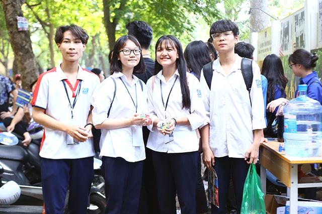 """Học sinh THPT Phan Đình Phùng gửi tặng các sĩ tử lời chúc """"ngọt như kẹo"""" - 1"""