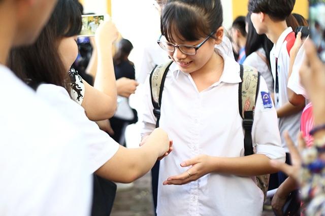 """Học sinh THPT Phan Đình Phùng gửi tặng các sĩ tử lời chúc """"ngọt như kẹo"""" - 3"""