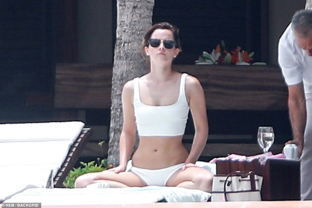 Emma Watson diện bikini khoe dáng chuẩn - 4