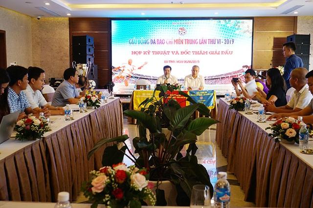 Hà Tĩnh đăng cai tổ chức Giải bóng đá Báo chí miền Trung lần thứ VI - 2019 - 1