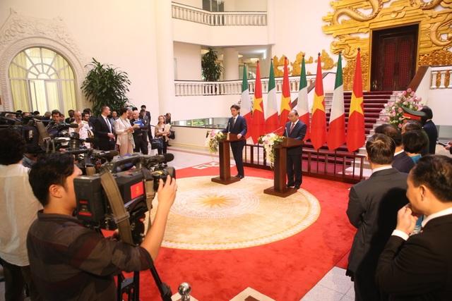 Thủ tướng Nguyễn Xuân Phúc chủ trì lễ đón chính thức người đồng cấp Italia - 10