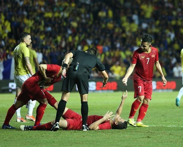 Anh Đức nằm sân vì kiệt sức sau khi ghi bàn vào lưới Thái Lan - 13