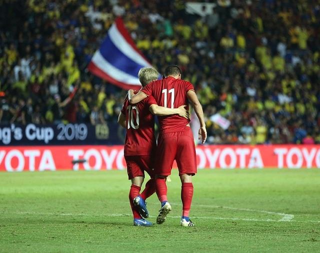 Anh Đức nằm sân vì kiệt sức sau khi ghi bàn vào lưới Thái Lan - 3