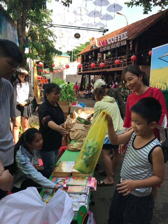 Đắk Lắk: Ý nghĩa chương trình đổi rác thải nhựa lấy rau sạch - 3