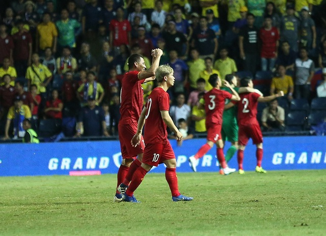 Anh Đức nằm sân vì kiệt sức sau khi ghi bàn vào lưới Thái Lan - 11