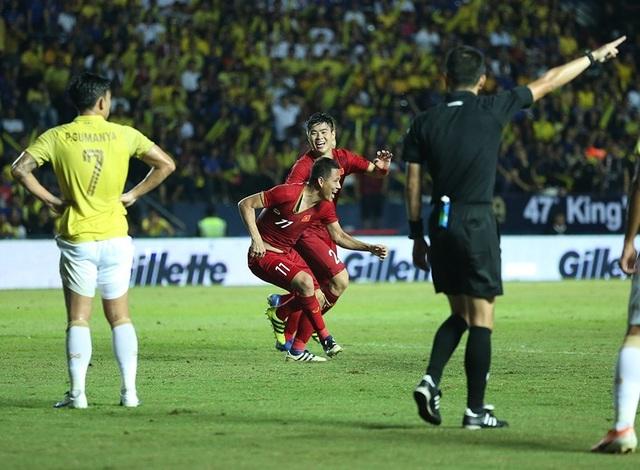 Anh Đức nằm sân vì kiệt sức sau khi ghi bàn vào lưới Thái Lan - 6