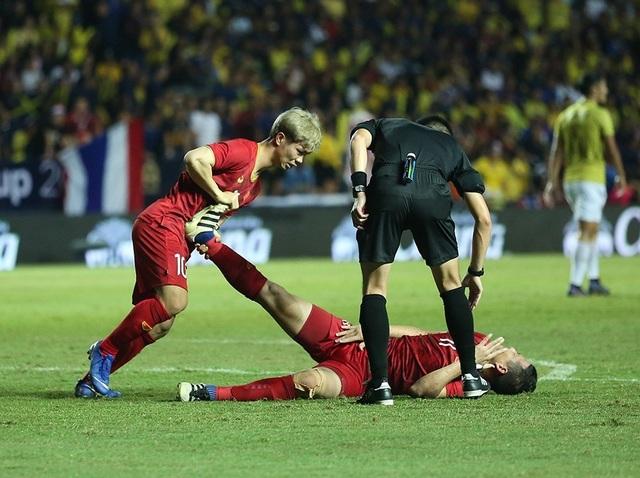 Anh Đức nằm sân vì kiệt sức sau khi ghi bàn vào lưới Thái Lan - 8