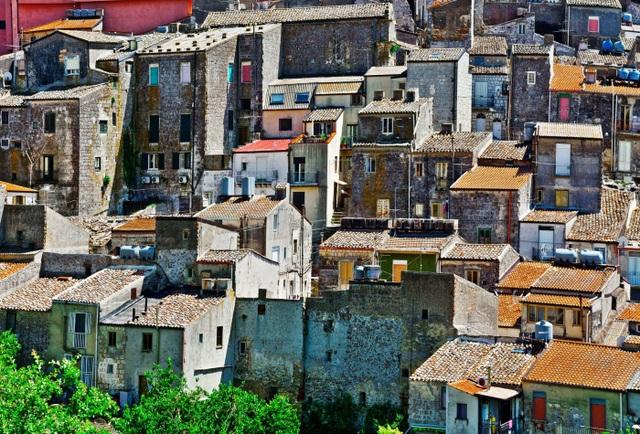 Những ngôi nhà với giá chỉ 1 Euro ở thị trấn tuyệt đẹp Sicily, Ý - 1