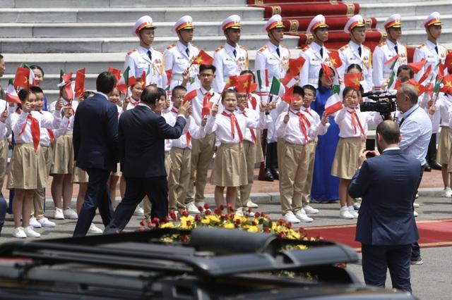 Thủ tướng Nguyễn Xuân Phúc chủ trì lễ đón chính thức người đồng cấp Italia - 1