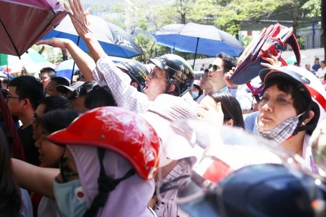 Thi đánh giá năng lực vào lớp 6 tại Hà Nội:Thí sinh mệt mỏi vì nắng nóng - 6