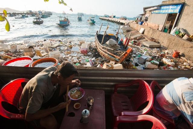 Triển lãm ảnh đầu tiên về rác thải nhựa Hãy cứu biển ở Việt Nam - 4