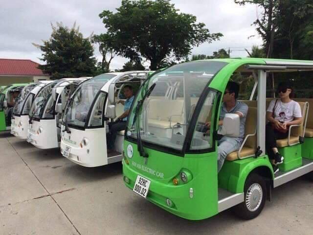 Xe điện phục vụ khách du lịch ở TP Hội An