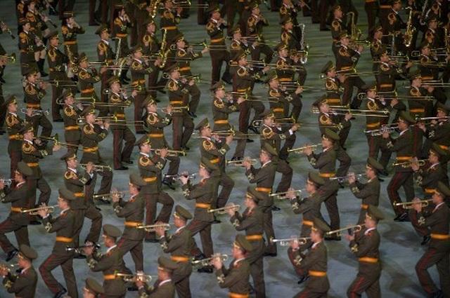 """Triều Tiên dừng màn đồng diễn """"biển người"""" vì ông Kim Jong-un nổi giận - 3"""