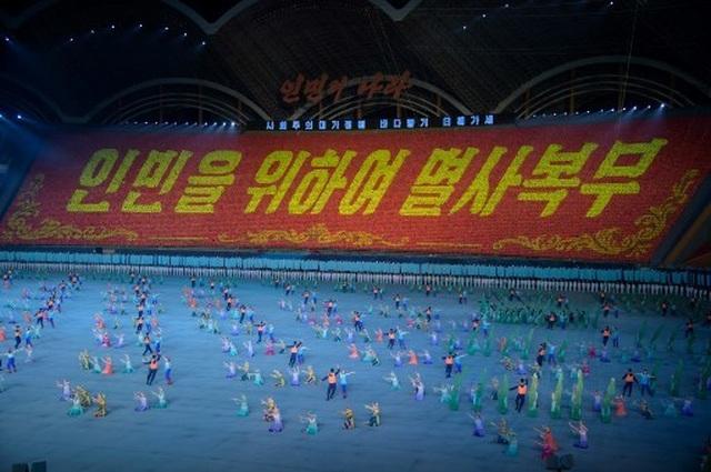 """Triều Tiên dừng màn đồng diễn """"biển người"""" vì ông Kim Jong-un nổi giận - 4"""