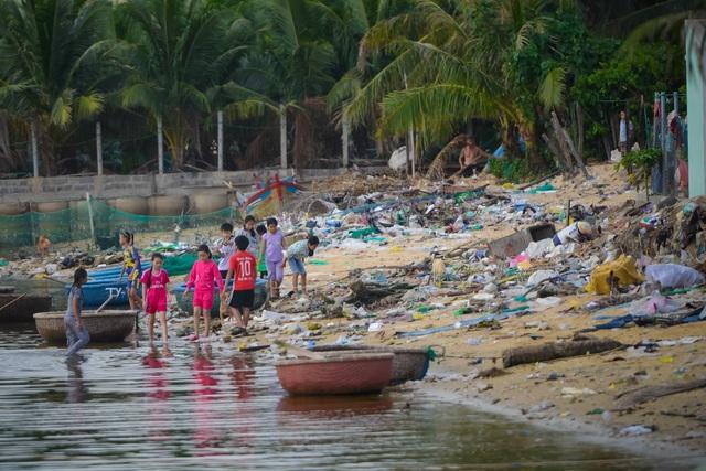 Triển lãm ảnh đầu tiên về rác thải nhựa Hãy cứu biển ở Việt Nam - 5