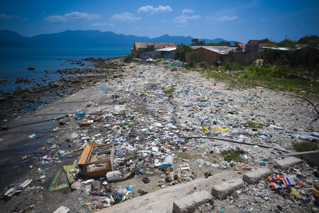 Triển lãm ảnh đầu tiên về rác thải nhựa Hãy cứu biển ở Việt Nam - 2