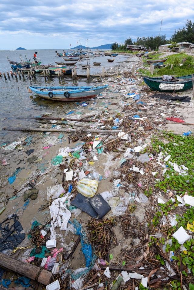 Triển lãm ảnh đầu tiên về rác thải nhựa Hãy cứu biển ở Việt Nam - 7