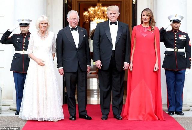 Bà Trump mặc váy hơn 7.000 USD dự tiệc ở Anh - 4