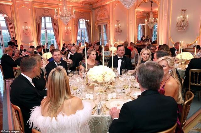 Bà Trump mặc váy hơn 7.000 USD dự tiệc ở Anh - 11