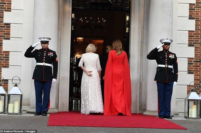 Bà Trump mặc váy hơn 7.000 USD dự tiệc ở Anh - 5