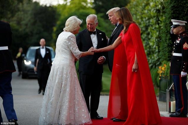 Bà Trump mặc váy hơn 7.000 USD dự tiệc ở Anh - 3