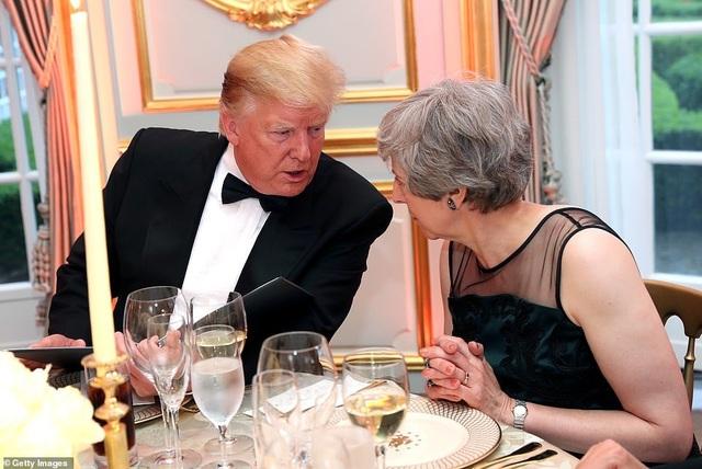 Bà Trump mặc váy hơn 7.000 USD dự tiệc ở Anh - 9