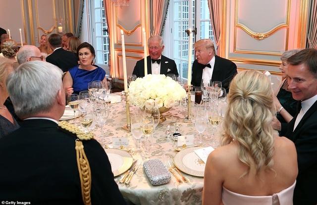 Bà Trump mặc váy hơn 7.000 USD dự tiệc ở Anh - 8