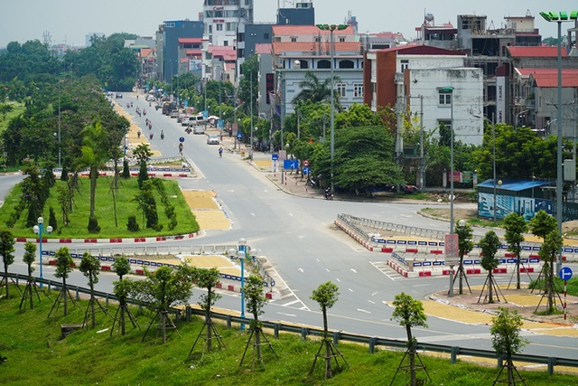 Cảnh phơi thóc chiếm phần lớn lòng đường ở Hà Nội - 10
