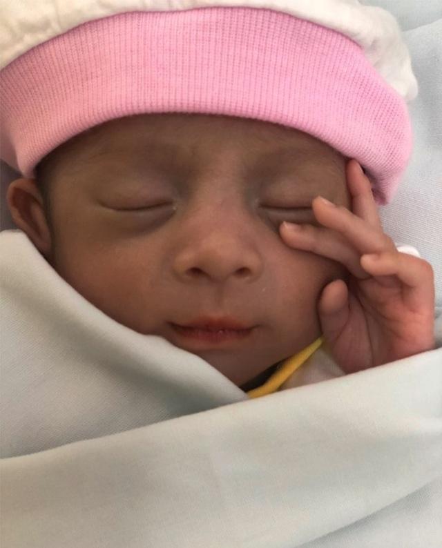 Bé gái sinh non bị mẹ bỏ rơi ở bệnh viện - 1