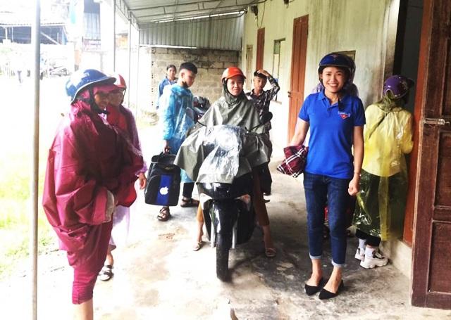Đội xe ôm tình nguyện hỗ trợ học trò vùng cao đi thi - 2