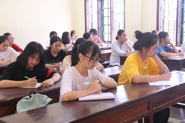 Tuyển sinh lớp 10 tại Nghệ An: Nhiều thí sinh phải chỉnh sửa thông tin trong buổi làm thủ tục thi - 2