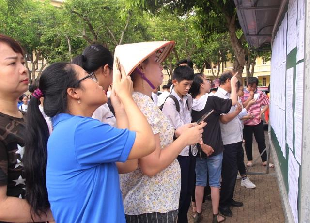 Tuyển sinh lớp 10 tại Nghệ An: Nhiều thí sinh phải chỉnh sửa thông tin trong buổi làm thủ tục thi - 3