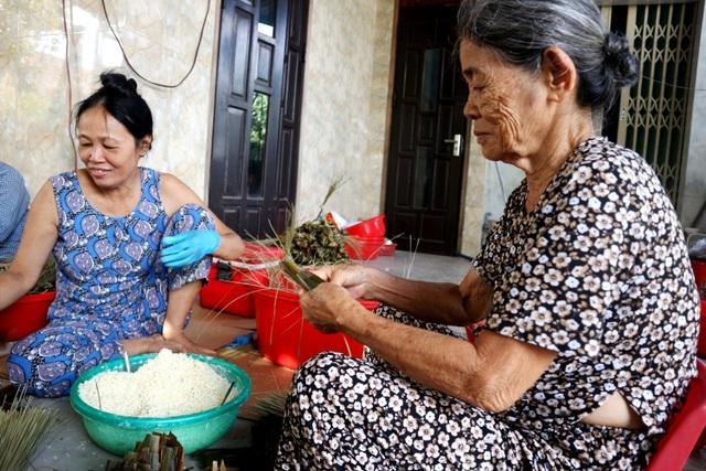 Hội An rộn ràng vào mùa bánh ú tro tết Đoan Ngọ - 1