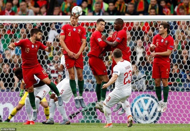 Bồ Đào Nha 3-1 Thụy Sỹ: Cú hattrick của C.Ronaldo - 14