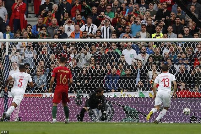 Bồ Đào Nha 3-1 Thụy Sỹ: Cú hattrick của C.Ronaldo - 11