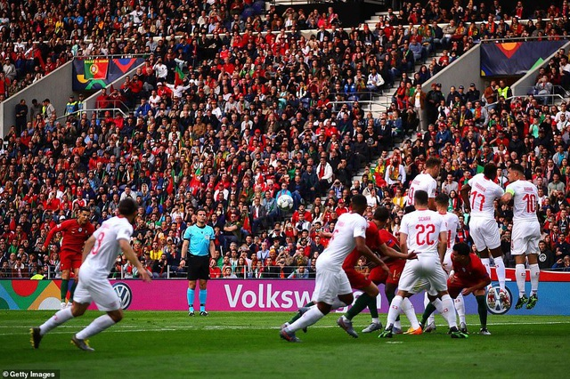 Bồ Đào Nha 3-1 Thụy Sỹ: Cú hattrick của C.Ronaldo - 1