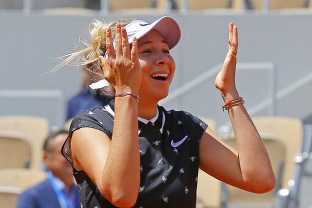 ĐKVĐ Simona Halep thua sốc trước tay vợt 17 tuổi - 2